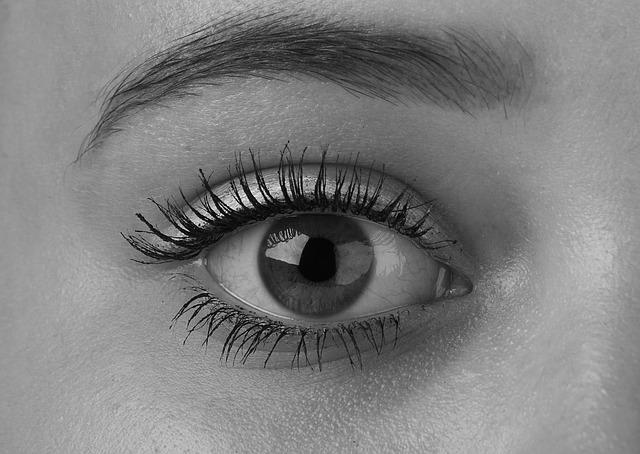眉毛美容液の効果の裏側にあるデメリット